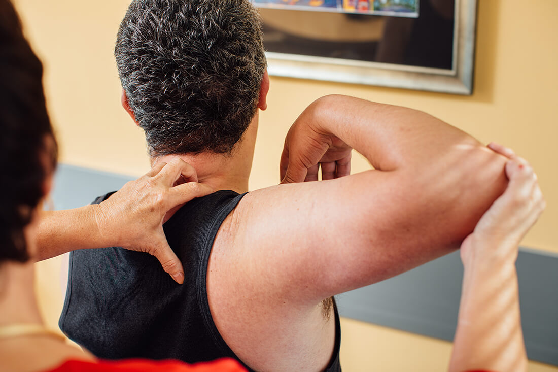 Hausarzt Ampfing - Feige - Leistungen - Chirotherapie in unserer Praxis